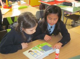 P5 and P3 pair read as part of Literacy week.
